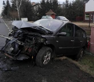 Marklowice: Samochód wjechał w ogrodzenie. Kierowca był pijany ZDJĘCIA