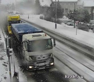 UWAGA! Intensywny śnieg znów daje się we znaki
