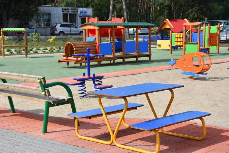 Plac zabaw przy przedszkolu w Turze