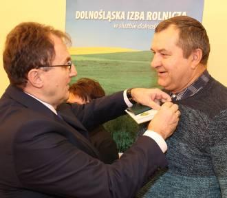 Posiedzenie rady powiatowej DIR w Oleśnicy. Odznaki i medale dla zasłużonych rolników