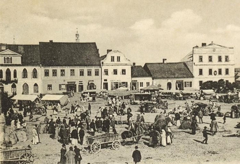 Kęcki Rynek przez wieki słynął z dużych targów, na które ściągali kupcy z różnych stron