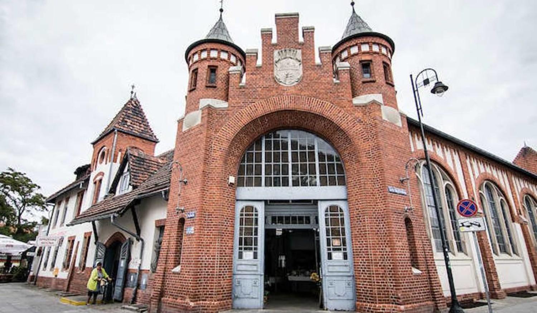 Do konkursu na projekt Miejskiej Hali Targowej, znajdującej się przy ulicy Magdzińskiego, zgłoszono siedem prac