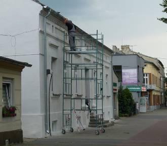 Remont miejskich kamienic w Zduńskiej Woli ZDJĘCIA