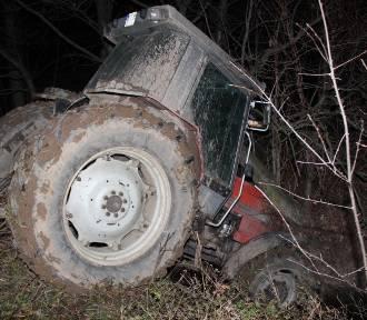 Krzeczów: Uciekając traktorem przed policją staranował radiowóz, a potem wpadł do potoku