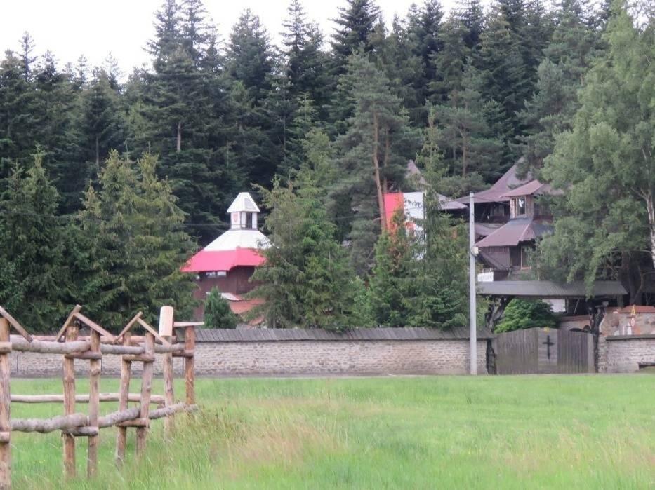 Posiadłość Natanka w Grzechyni jest strzeżona przez jego wyznawców
