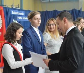 Zakończenie roku szkolnego absolwentów z Uniejowa (ZDJĘCIA)