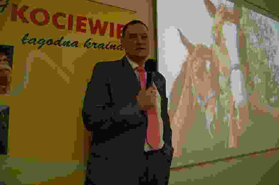 Piotr Kończewski, dyrektor LOT Kociewie, w trakcie prezentacji tras konnych