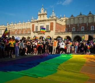 """Małopolska straci miliardy za uchwałę ws. LGBT? """"Realna groźba"""" vs. """"Nie ma ryzyka"""""""