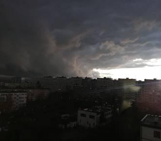 Diaboliczne niebo nad Legnicą. Te chmury robią piorunujące wrażenie!