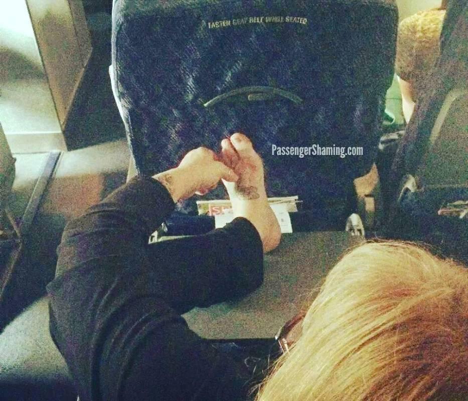 Pasażerowie z piekła rodem. Tych ludzi nie chciałbyś spotkać podczas lotu samolotem! [GALERIA]