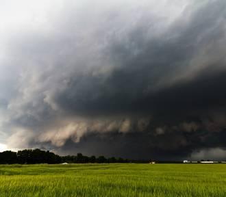 Uwaga, IMGW ostrzega dziś przed burzami. Miejscami możliwy grad