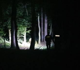 Jego samochód dachował, a on sam uciekł do lasu. Zatrzymano go godzinę później