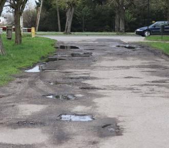 Nowostawski samorząd wyremontuje drogi i parking przed Urzędem Miejskim