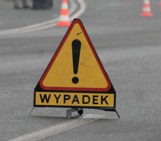Wypadek koło Malborka. Jeden z kierowców trafił do szpitala po zderzeniu czołowym
