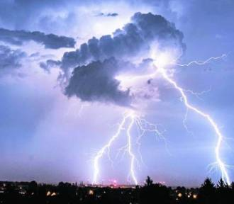 IMGW ostrzega: Nad Wielkopolskę nadciągają burze z gradem