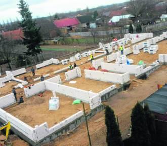 Fundusze Europejskie: Rozpoczęła się termomodernizacja budynków Zespołu Szkół w Krzywiniu