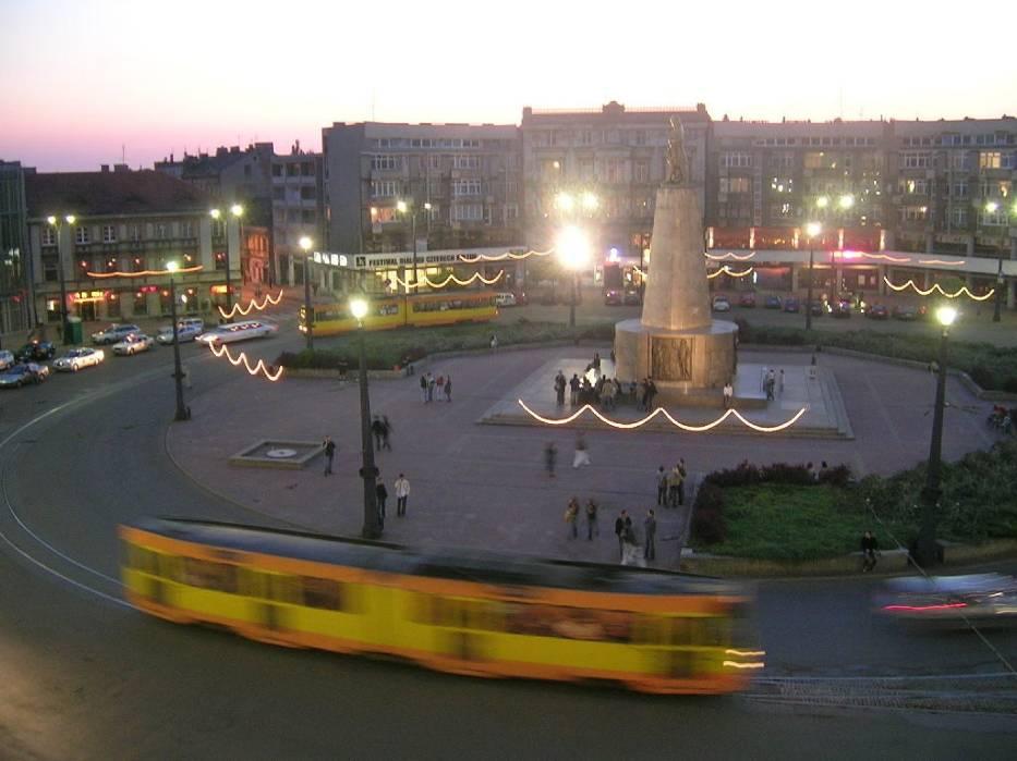 Plac Wolności wieczorem
