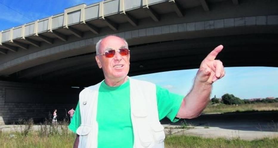 Trener Czesław Cybulski mówi, że pod poznańskimi mostami pracuje już czterdzieści lat