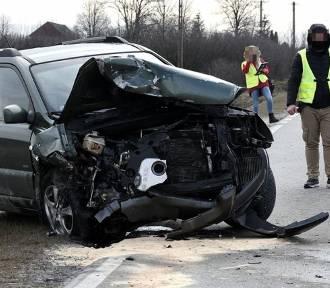 Tragiczny wypadek w powiecie kraśnickim. Jedna osoba nie żyje, a druga jest ranna