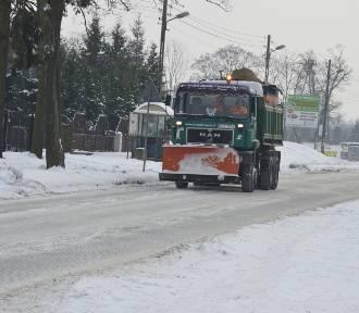 Fatalne warunki na drogach Powiśla - na jezdniach warstwa lodu i ubitego śniegu