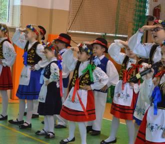 Śpiew, muzyka, gimnastyka - III Gminny Przegląd Talentów Artystycznych w Borkowie - ZDJĘCIA,