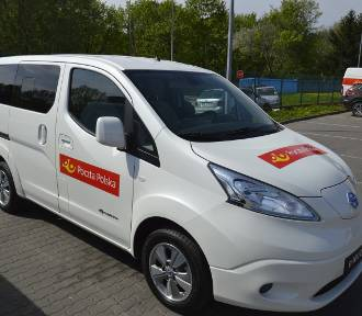 Pracownicy Poczty Polskiej w Białymstoku będą doręczać paczki samochodami elektrycznymi