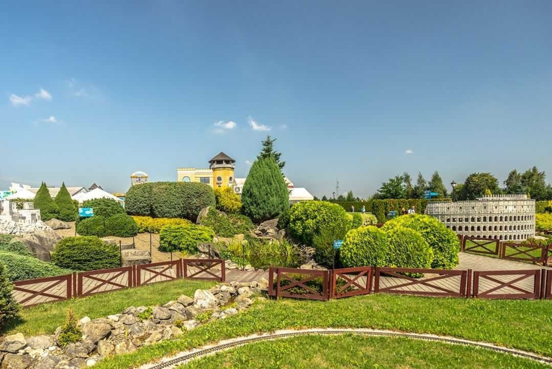 Inwałd Park, Park MiniaturPark Miniatur Świat Marzeń to miejsce, w którym podziwiać można miniaturowe budowle charakterystyczne dla takich państw jak nie tylko Polska, ale również:- Australia, - Grecja,- Włochy,- Chiny,- Francja,- Meksyk