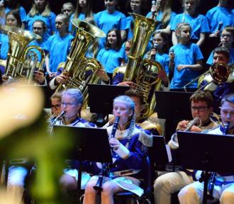 Szkoła muzyczna zaprasza do teatru na koncert patriotyczny