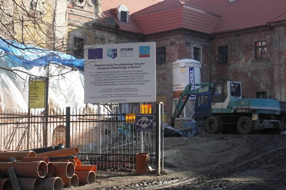 Częściowe finansowanie remontu zapewniają fundusze ze Zintegrowanego Programu Operacyjnego Rozwoju Regionalnego