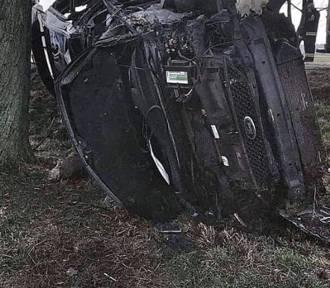 AKTUALIZACJA: Wypadek na DK8 pod Wrocławiem. Jedna osoba nie żyje, z aut nie zostało nic! [ZDJĘCIA]