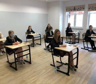 Egzaminy ósmoklasisty w kartuskim Katoliku bez zakłóceń  ZDJĘCIA