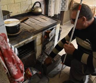 Nie pozwól niewidomemu palić w piecu. Ruszyła zbiórka dla mieszkańca gminy Bierutów