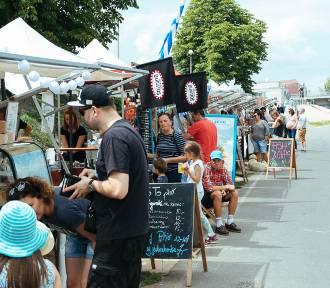 Slow Market na Placu Zabaw. Burgery, żydowskie specjały z Otwocka i pierożki [ZDJĘCIA]