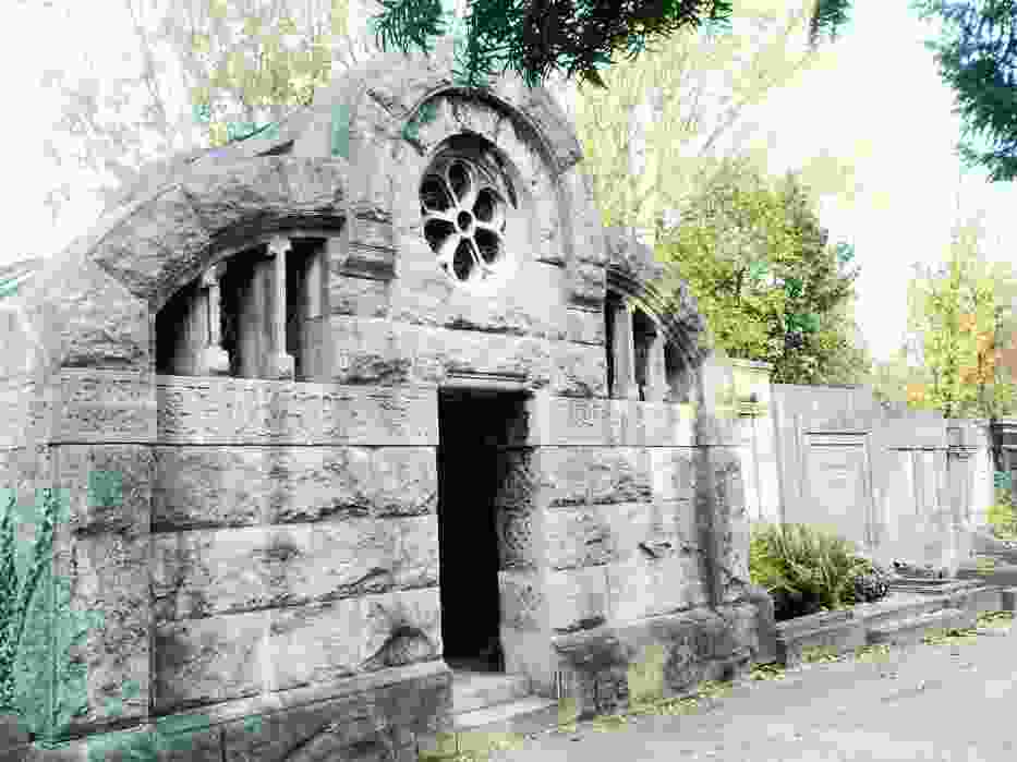 Jeden z grobowców
