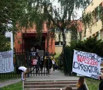 Kraków. Rozpoczęcie roku szkolnego: części uczniów nie było, inni przyszli w czerni