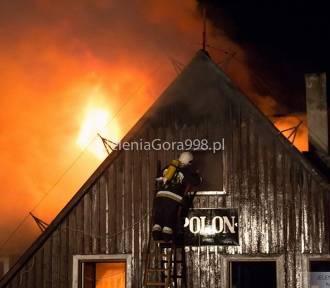 Szklarska Poręba. Cztery osoby zginęły w pożarze budynku (ZDJĘCIA)