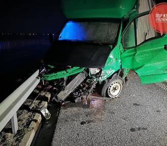 Wypadek na autostradzie A2 pod Łowiczem. Dwie osoby trafiły do szpitala [ZDJĘCIA]
