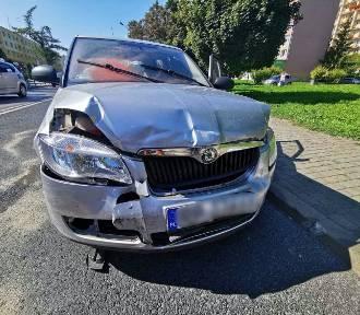 Wypadek w Przemyślu. 81-latek zasłabł i czołowo zderzył się z volvo [ZDJĘCIA]
