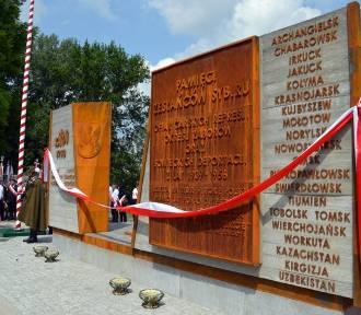 Pomnik poświęcony Zesłańcom Sybiru i Ofiarom Katynia [FOTO]