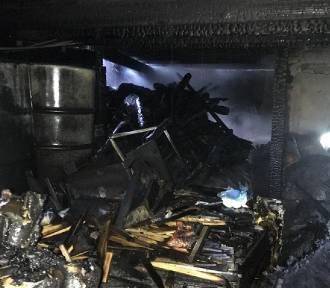 Trzemeszno: pożar garażu. W akcji udział wzięło pięć zastępów