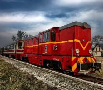 Srebrny Pociąg wraca na tory. To prawdziwa atrakcja dla miłośników kolei wąskotorowej