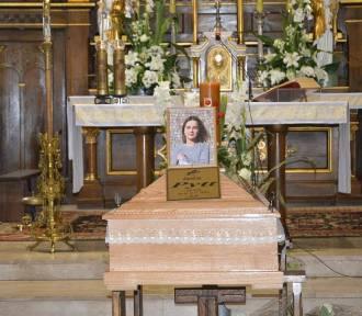 Pogrzeb zamordowanej 16-latki z Dzierzgowa. Tłumy żegnały nastolatkę ZDJĘCIA