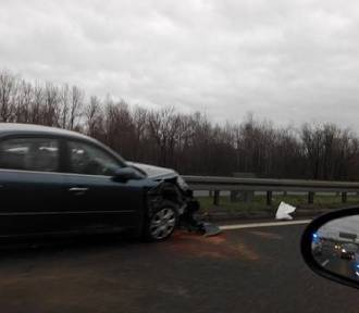 Katowice: Wypadek na DTŚ w pobliżu Auchan. Zderzenie trzech osobówek i autokaru [ZDJĘCIA]