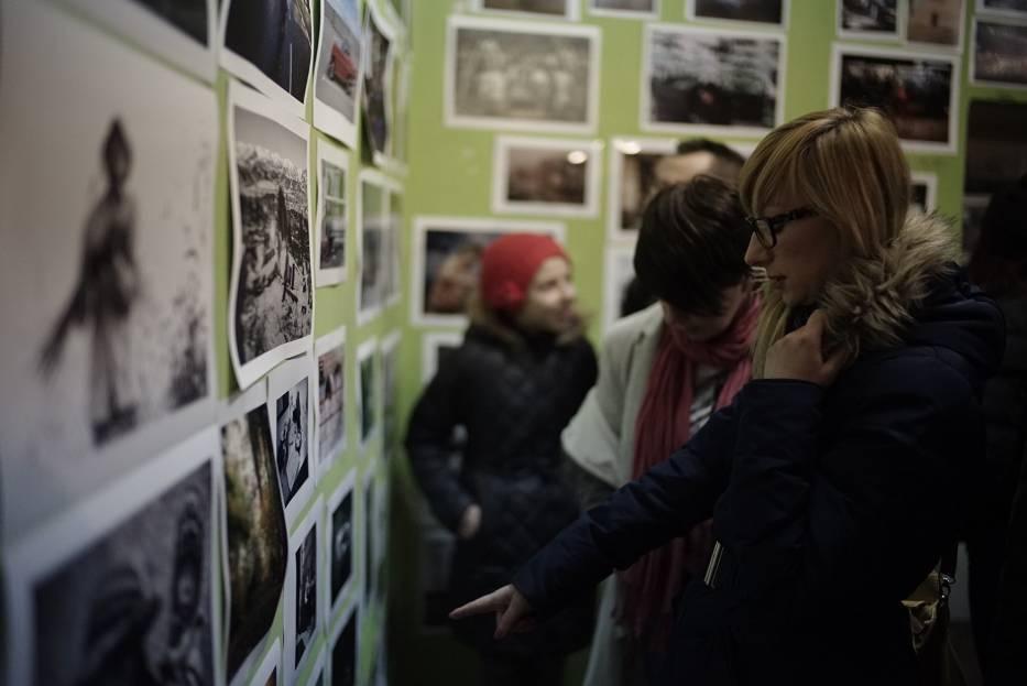 """Wernisaż wystawy """"Transformacje"""" zgromadził w Pix.House tłum fotografów"""