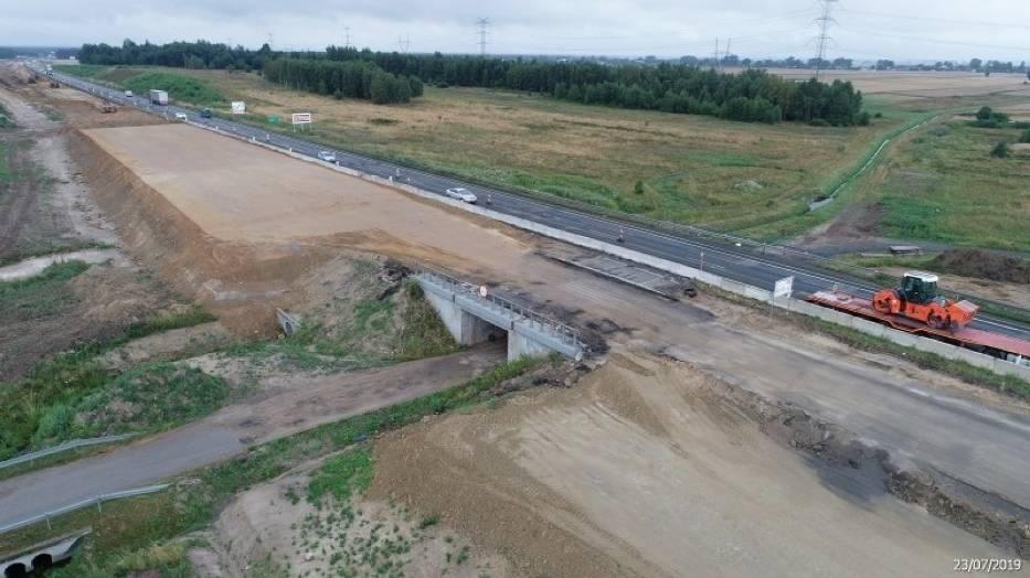 Tuszyn - Piotrków Trybunalski PołudnieRuch samochodów w obu kierunkach odbywa się jedną, wschodnią jezdnią