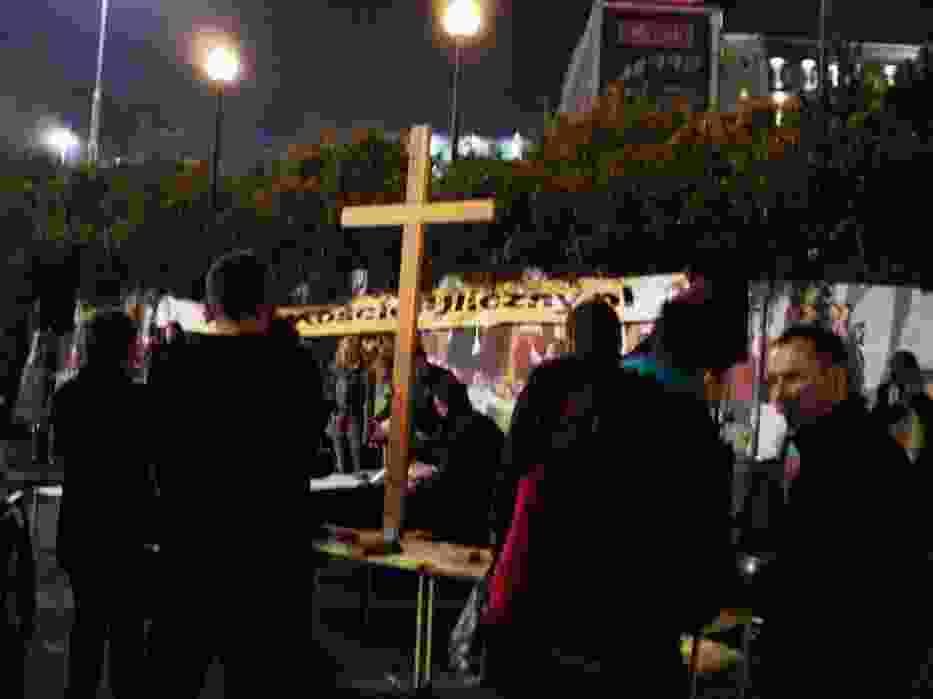 Krzyż przykuwa uwagę