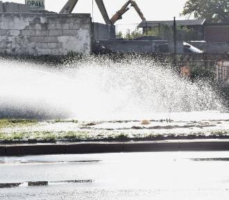 Awaria wodociągu i zalana aleja Wojska Polskiego