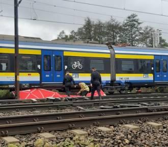 [AKTUALIZACJA] Śmiertelne potrącenie przez pociąg w Rumi [ZDJĘCIA]