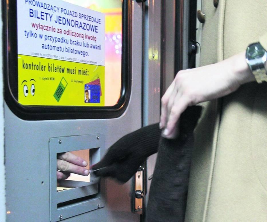 W Krakowie bilet jednorazowy można kupić u kierowcy wyłącznie za odliczoną kwotę