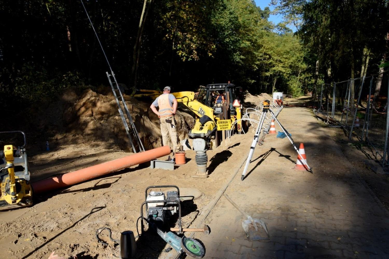 Budowę sieci kanalizacji sanitarnej zakończono i podłączono do sieci wiejskiej